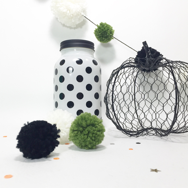 Pom Pom Halloween Garland by Aimee Maddern for We R Memory Keepers #halloweencrafts #DIYParty #wermemorykeepers