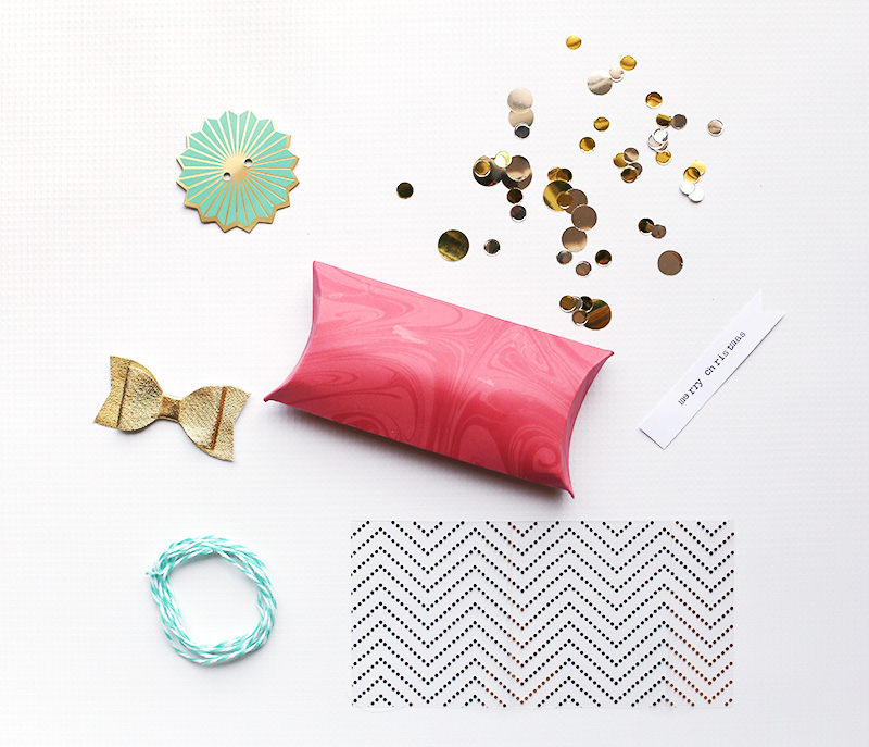 pink-and-teal-gift-wrap-by-eva-pizarro-3