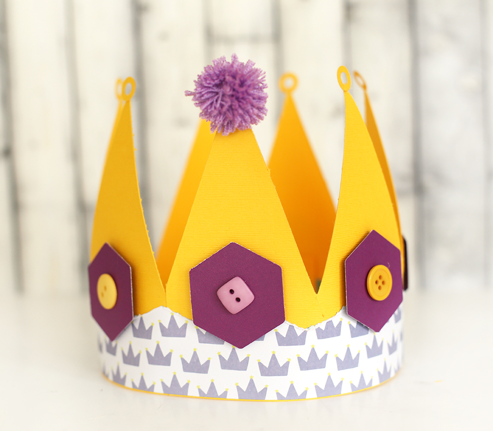 Easy Paper Crown with the Banner Punch Board by Eva Pizarro for We R Memory Keepers