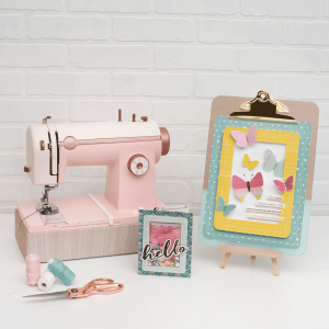 663036_WR_StitchHappy_PinkSewingMachine_375960_CP_MH_ChasingDreams_Styled_ProjectsWithStitchHappy