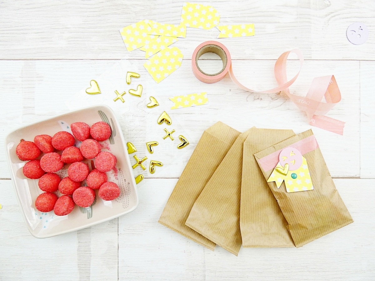 Emoji Party Decor by Soraya Maes for We R Memory Keepers