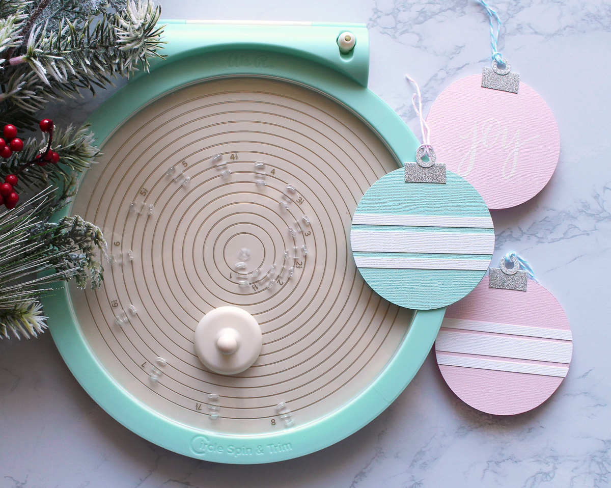 Shaped Christmas Card Set featuring the Circle Spin & Trim by Kimberly Crawford for We R Memory Keepers