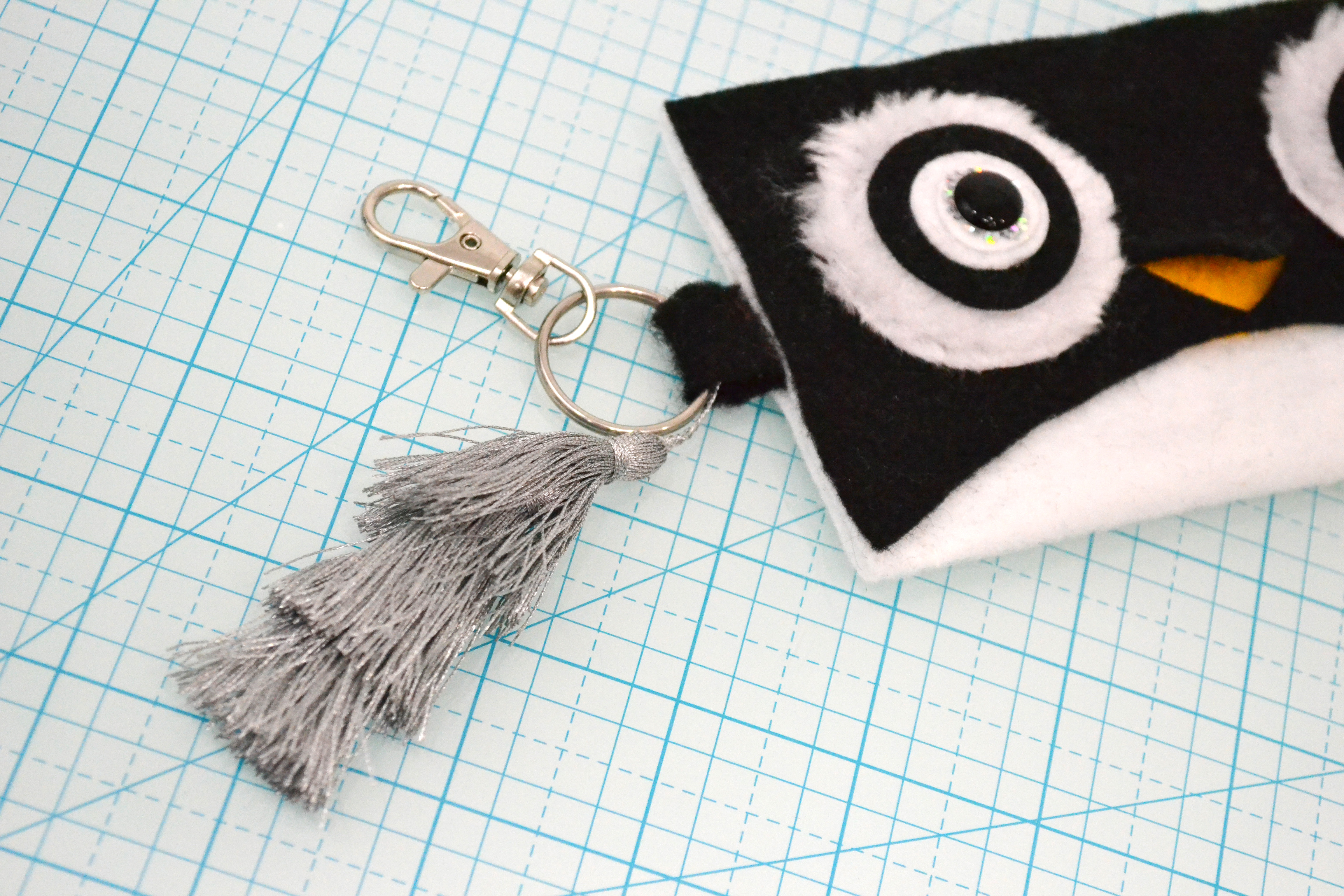 step out_key ring and tassel
