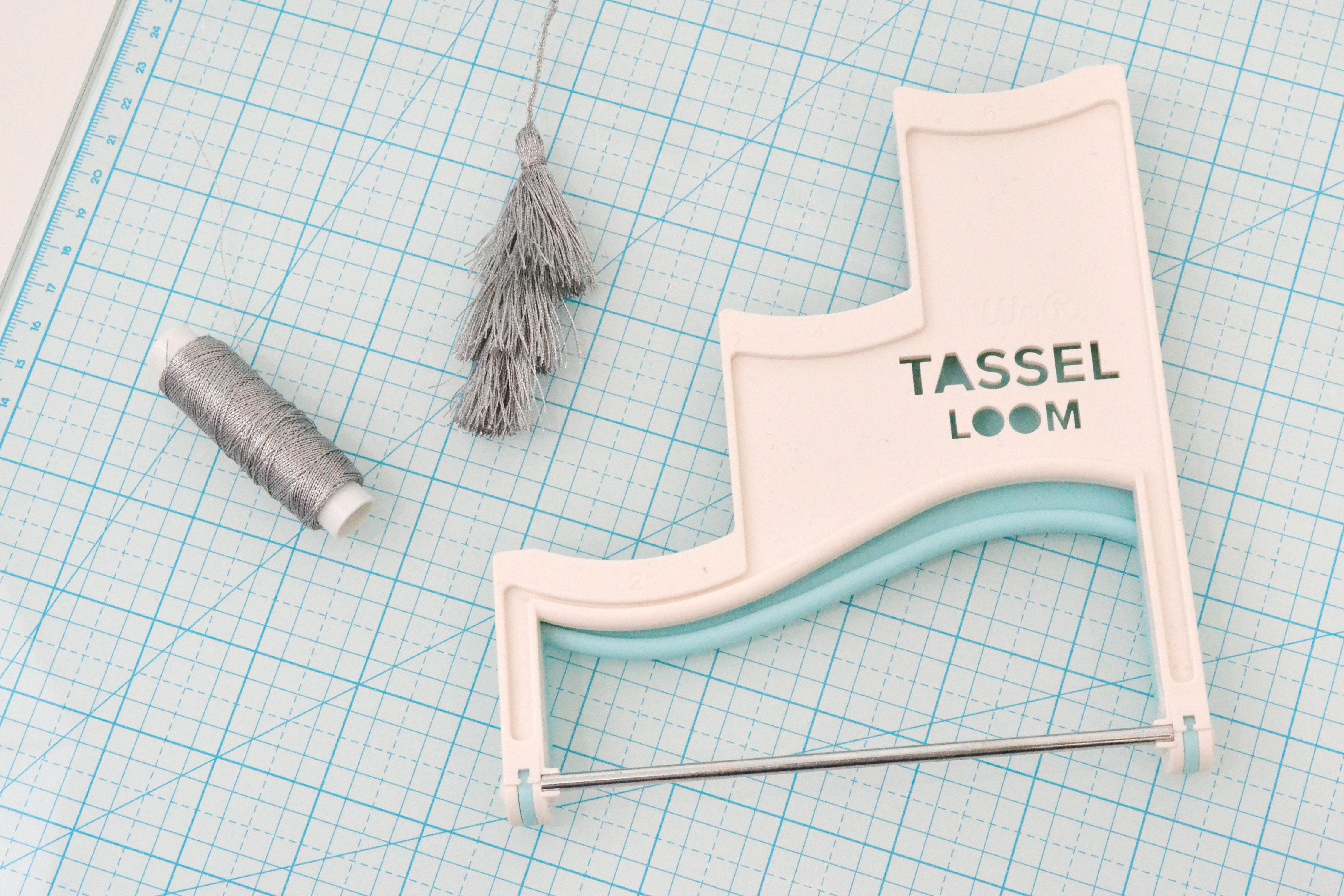 step out_tassel loom