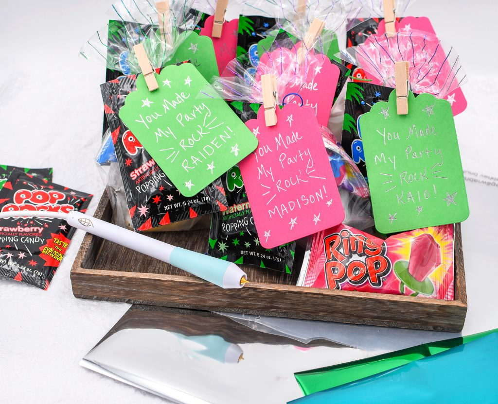 Make DIY party favors with the Foil Quill Freestyle Pen by We R Memory Keepers! They're perfect for kids birthdays, class parties, or neighbor gifts.