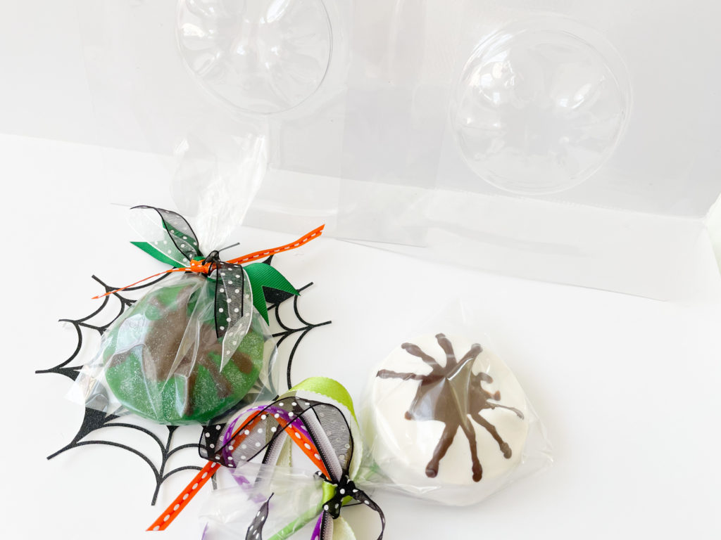 Spider Lollipops with the We R Memory Keepers Mold Press